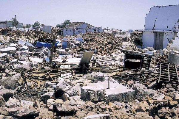 essay on gujarat earthquake of 26th january 2001