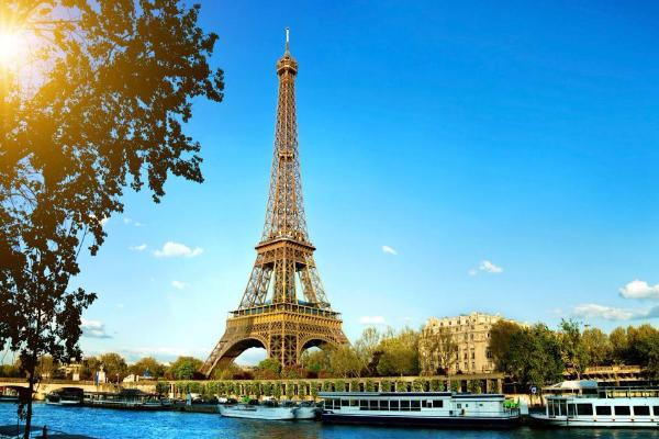 The Eiffel Tower Is A Beautiful Place And Constantly Referred To As Most Romantic Structure In World However People Dont Know That Its